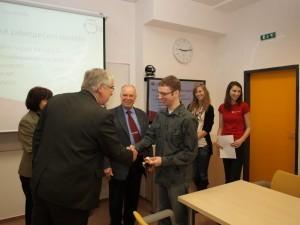 Cenu za 6. místo přebírá Michal Čermák