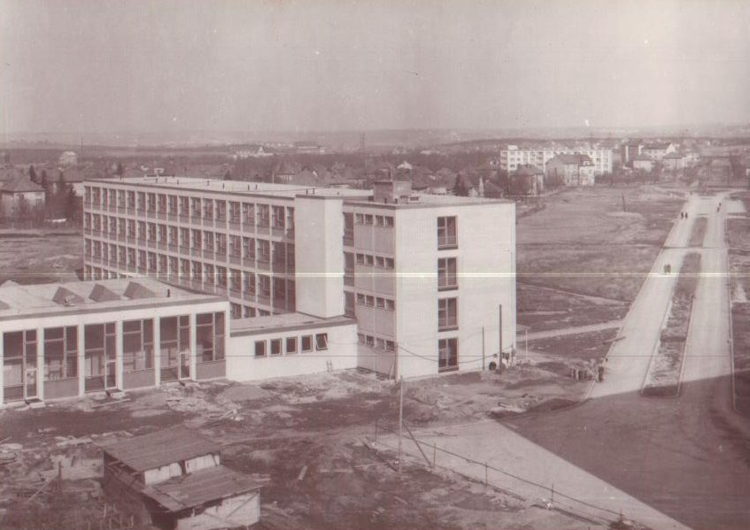 Budova PEF ČZU ve výstavbě (areál ČZU na Suchdole)