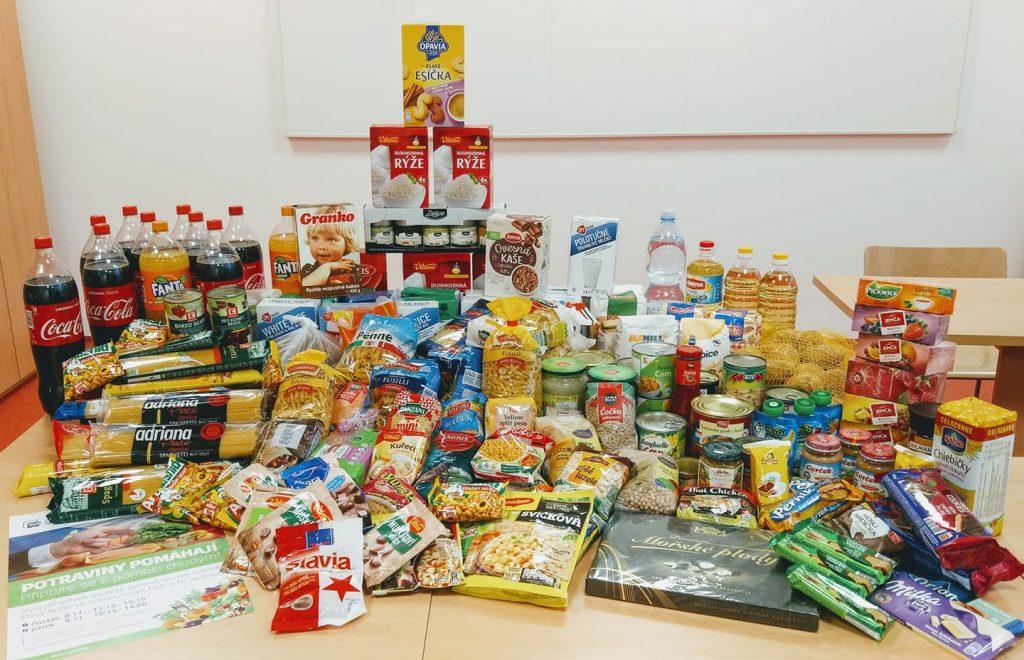 PEF uspořádala potravinovou sbírku! 89 kg potravin!