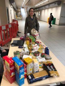 Příspěvek od studentky do potravinové sbírky